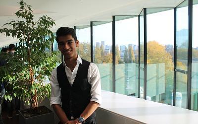 Rahman Fakhry behaalt universitair diploma