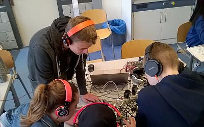 Leerlingen maken electronische muziek