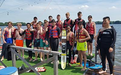3HS gaat waterskiën